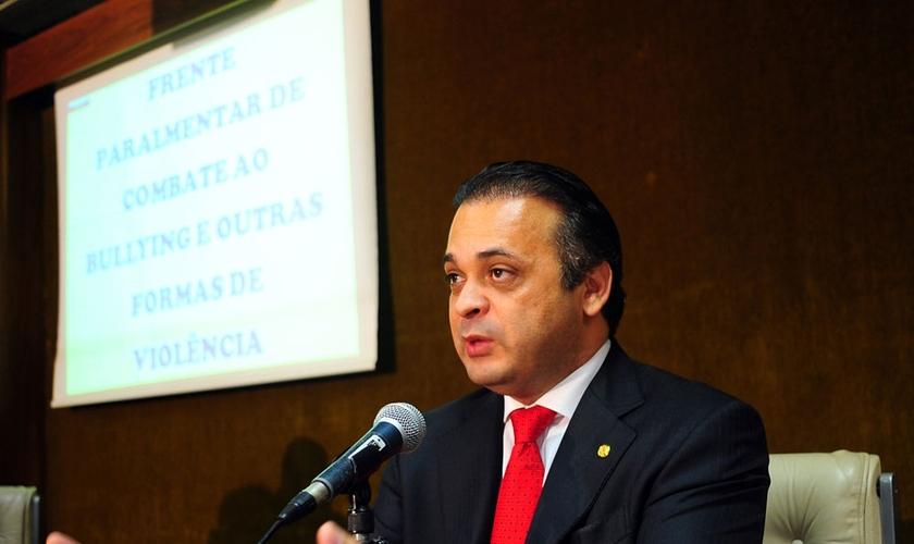 No Congresso, Roberto de Lucena foi coordenador da Frente Parlamentar de Combate ao Bullying e outras Formas de Violência.