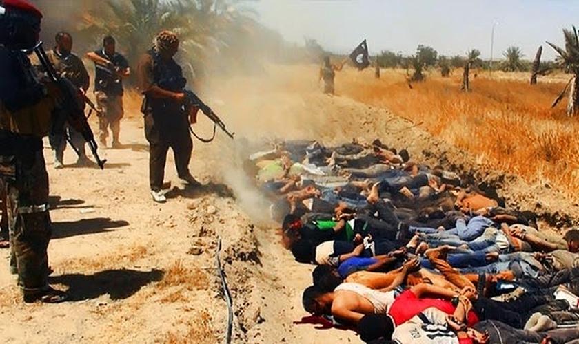 O grupo terrorista já controla grande parte do Iraque e da Síria — e os cristãos são os seus principais alvos civis. (Foto: Reprodução)