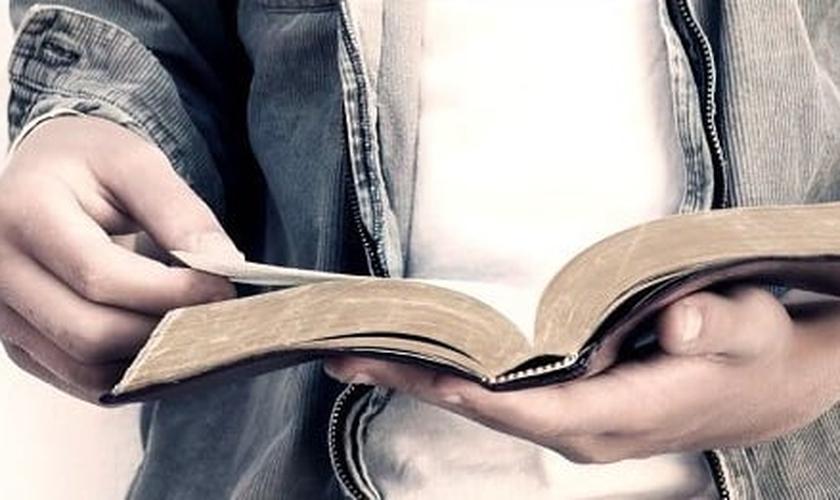 O que a Bíblia diz de fato sobre ditos populares que são frequentemente replicados até mesmo dentro das igrejas? (Imagem: Reprodução)