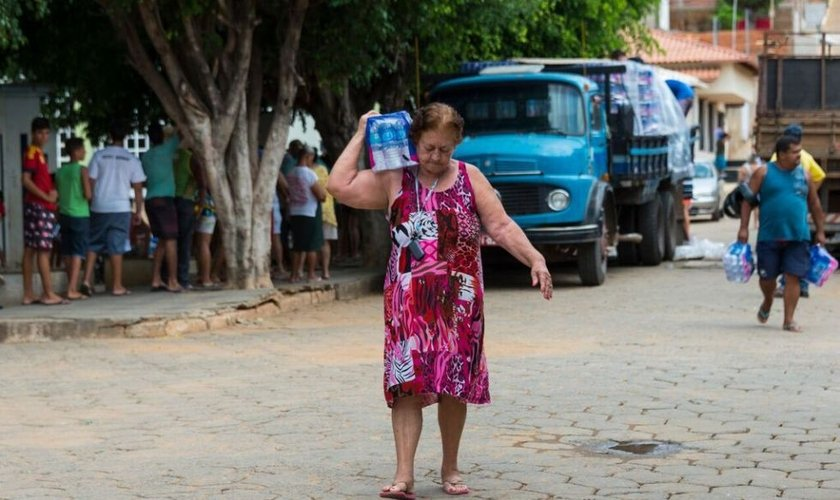 O abastecimento de água feito pela mineradora tem gerado insatisfação. (Foto: El País/ Martha Lu)