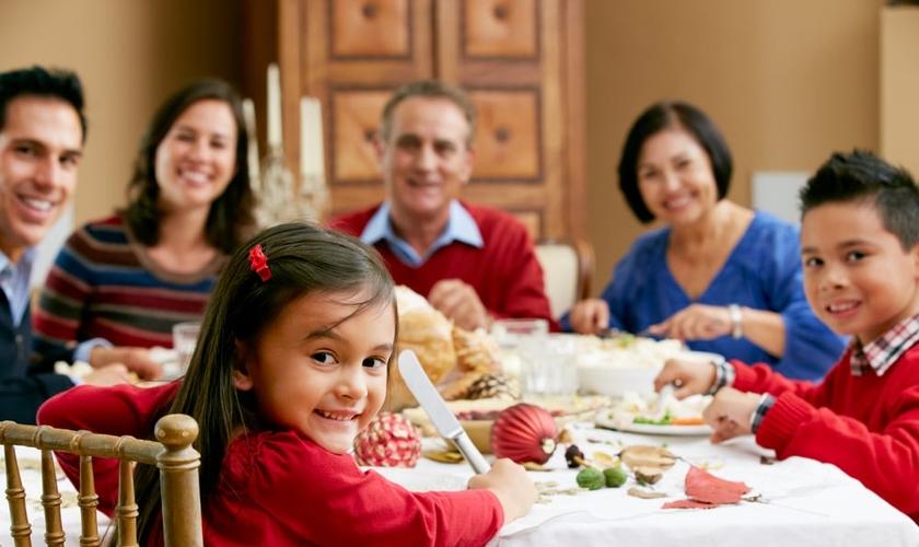 A verdade é que só por meio da graça uma família pode responder de forma eficaz ao chamado familiar de Deus. (Foto: Divulgação)