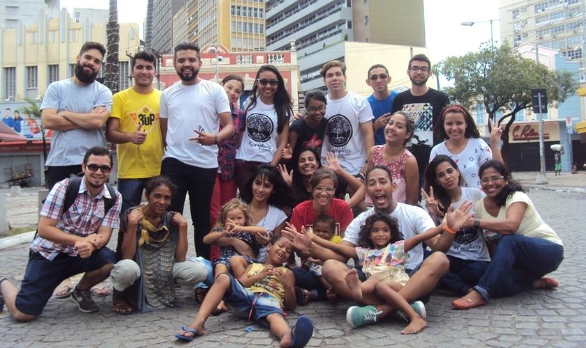 Membros dos grupos Cúmplices e Hora Extra (Foto: Karlos Aires)