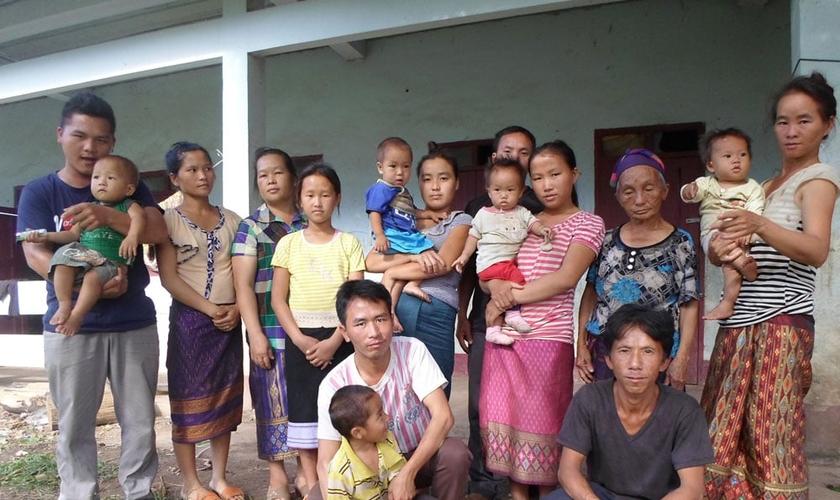 Famílias cristãs em Laos