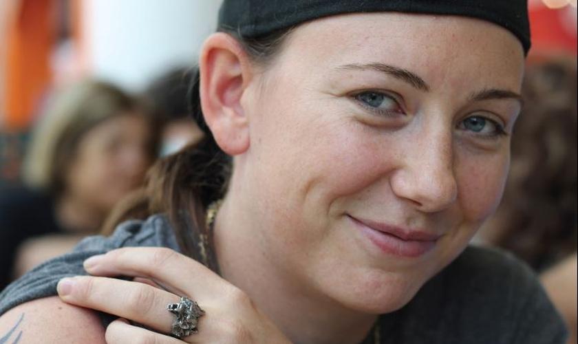 A jovem ativista foi alcançada pela fé em Yeshua (Jesus Cristo), e foi recentemente batizada. (Foto: Jesusalem Post)