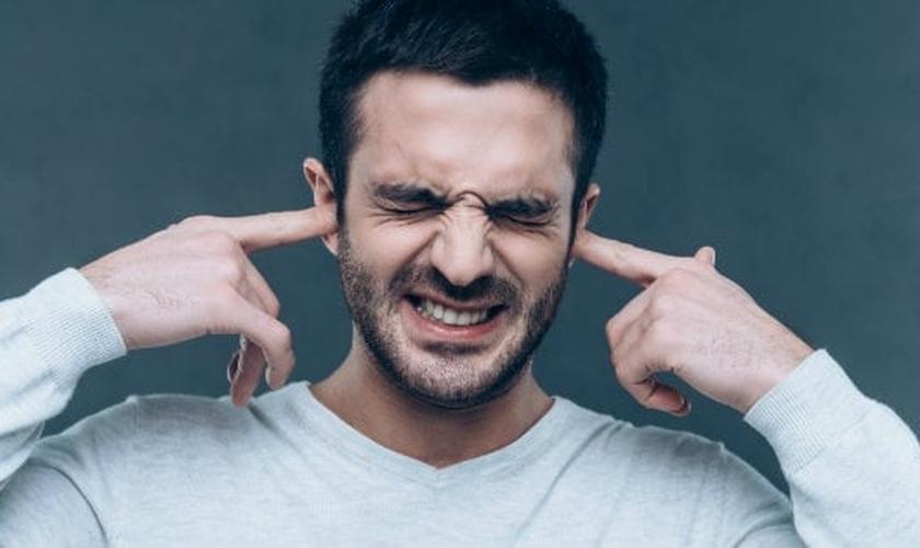 """Cada vez que um solteiro ouve isso, deve ter vontade de """"cortar os pulsos"""". (Foto: Reprodução)"""
