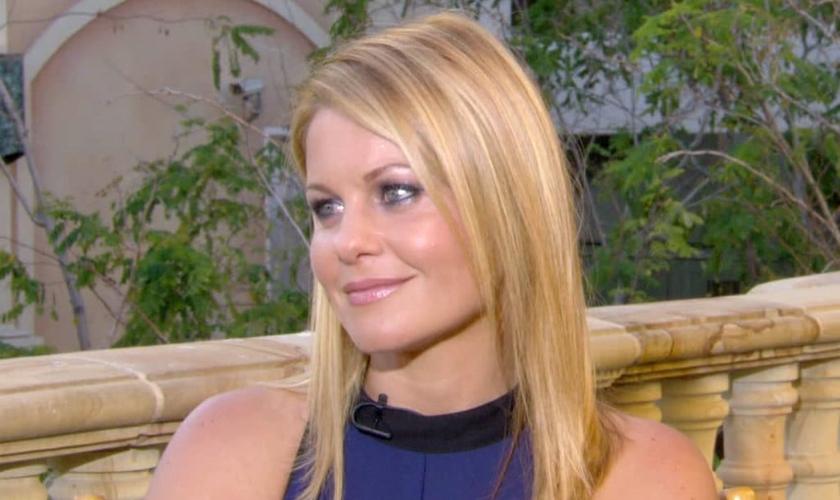 """Candace Cameron Bure é atriz e voltou a fazer sucesso na TV norte-americana com a sequência da série """"Três é Demais"""". (Imagem: Youtube)"""