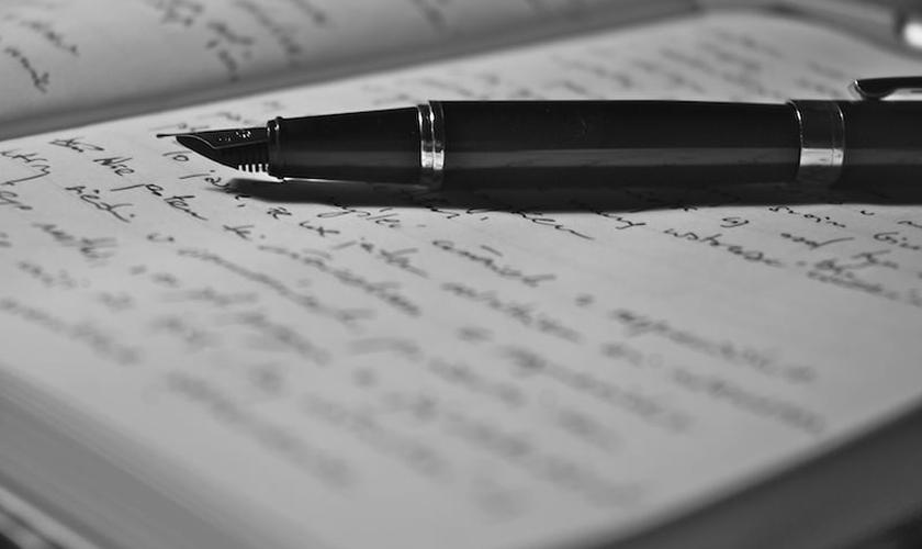 Para que o diário de oração funcione, você pode escrever ou digitar suas orações (Foto: Reprodução)
