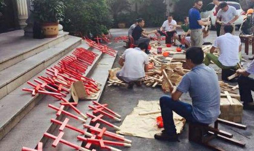 Cristãos protestam contra a perseguição religiosa na China. (Foto: China Aid)