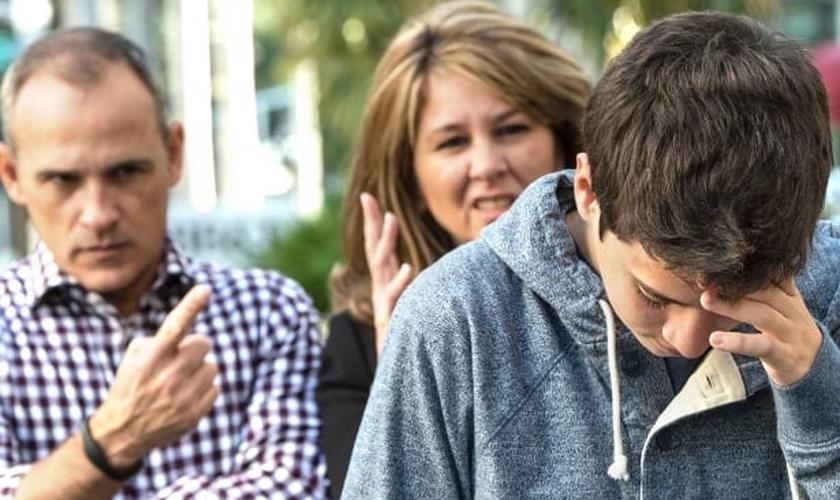 Haverá momentos em que seu pai ou responsável vai irritá-lo, mas lembre-se que eles têm muita experiência que você não tem. (Foto: Reprodução)