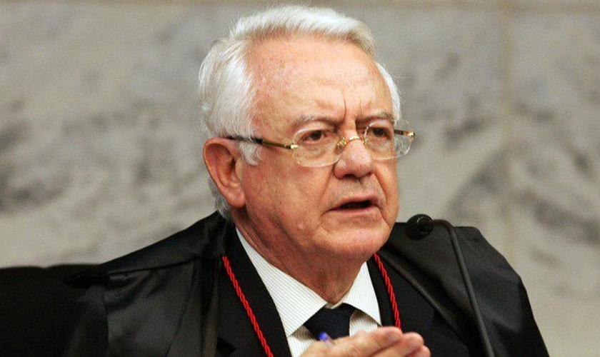o ministro aposentado do Supremo Tribunal, Carlos Velloso aponta a liberação do aborto em casos de microcefalia como uma brutalidade.