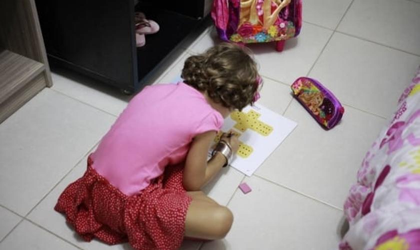 Desde o ano passado, o menino passou a ser uma das 32 crianças atendidas pelo Ambulatório de Transtorno de Identidade de Gênero do Hospital das Clínicas (HC) de São Paulo. (Foto: Reprodução/Estadão)