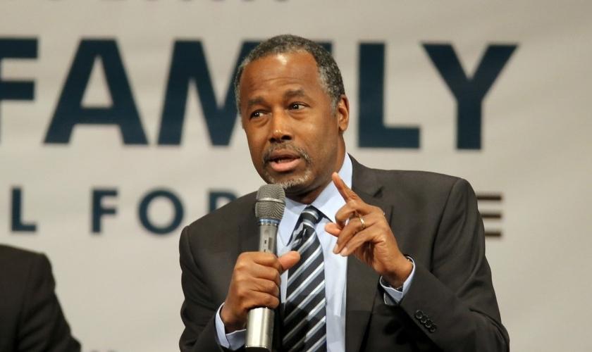 Ben Carson é neurocirurgião aposentado e chegou a concorrer a presidência dos EUA. (Foto: Reuters)