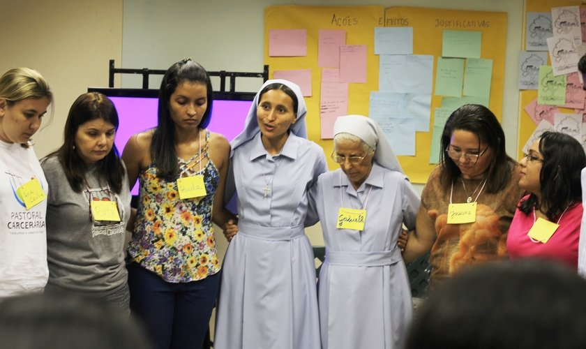 Momento de oração na ESPERE. Foto: Felipe Andrade.