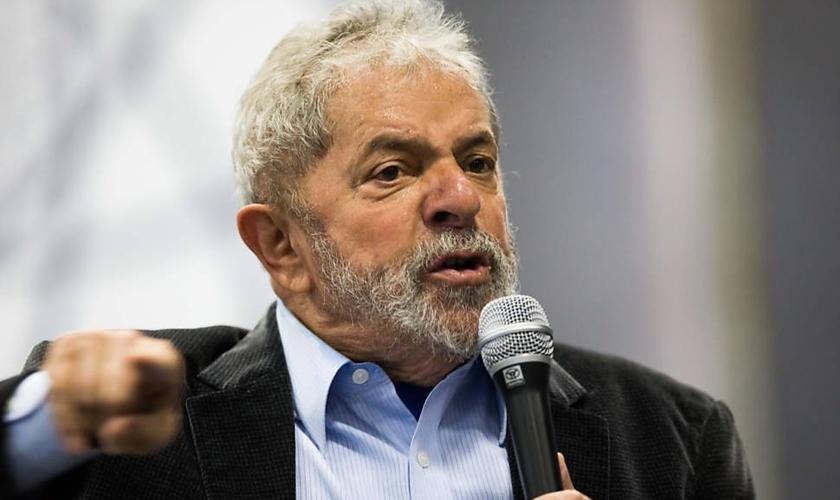 Lula foi alvo de um mandado de condução coercitiva - que representa uma nova fase da Operação Lava Jato. (Danilo Verpa / Folhapress)