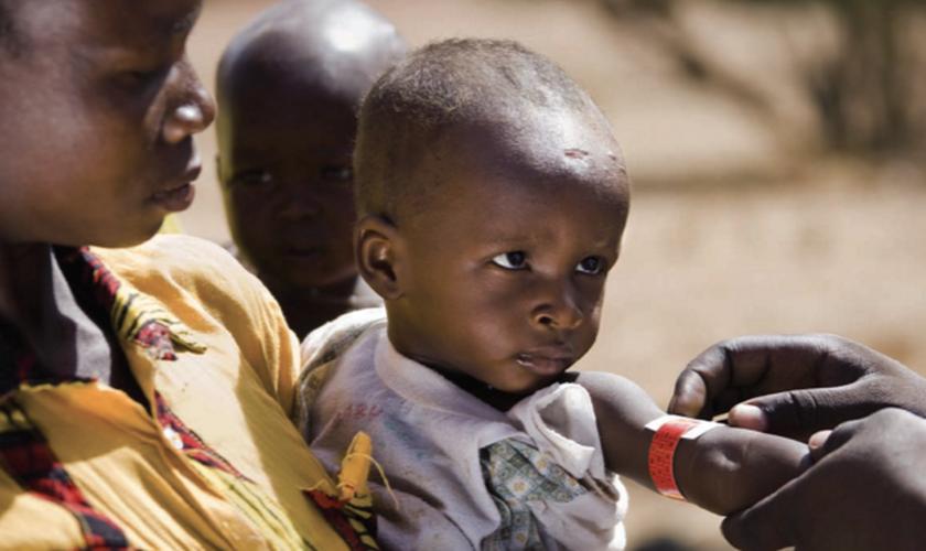 Médicos cristãos salvam a vida de mais de 4 mil bebês em comunidade muçulmana. (Foto: Reprodução/Health Media International)