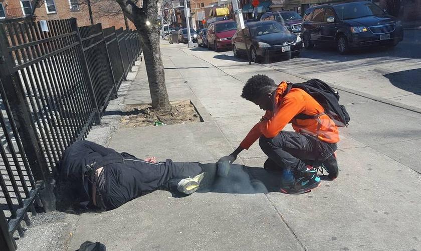 O momento foi fotografado por um morador, que estava a caminho do trabalho no centro da cidade. (Foto: Facebook/Jonathan A. Stormz)