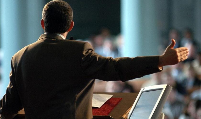 Só deve abandonar o púlpito quem teve adultério comprovado, diz maioria dos pastores. (Foto: Reprodução)