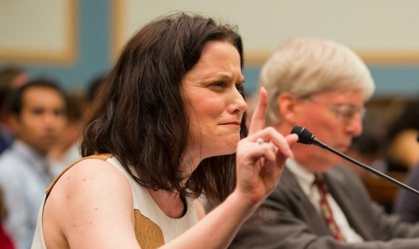 Gianna Jessen testemunha diante do Comitê Judiciário no Tennessee (EUA), ao tentar que o financiamento público à 'Planned Parenthood' seja cancelado (Foto: Pablo Martinez Monsivais / AP)