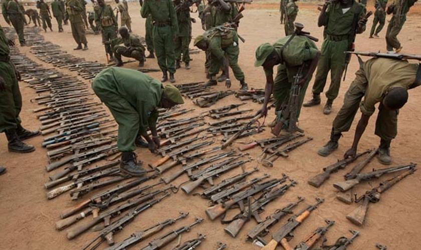 Tanto militantes de grupos rebeldes, quanto soldados das forças do Sudão do Sul estão sendo acusados de cometer crimes de guerra contra civis no país. (Foto: Africa 21)