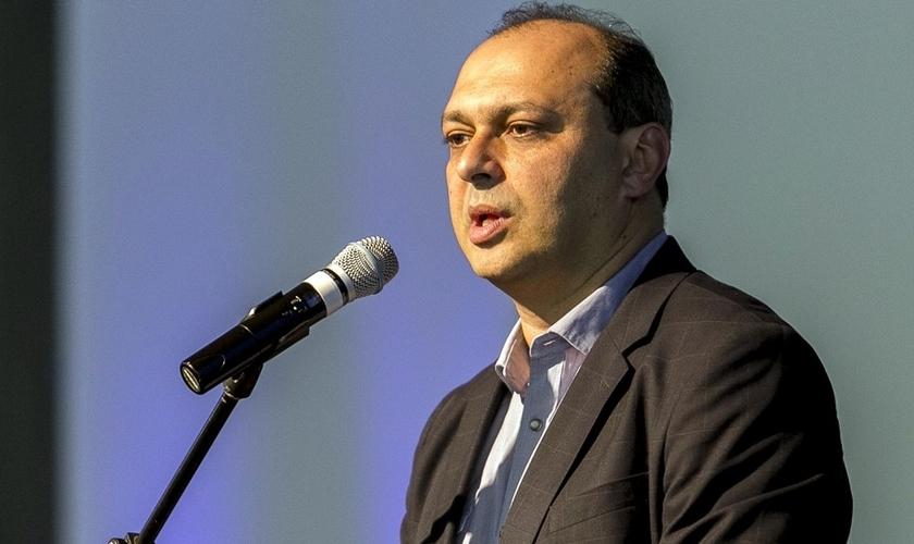 Maurício Soares é jornalista, publicitário e diretor / CEO da Sony Music Gospel.