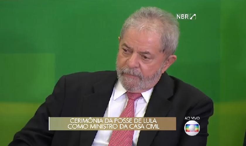 Ex-presidente Lula durante solenidade de nomeação dos novos ministros do Governo Dilma (Imagem: Globo / Reprodução)