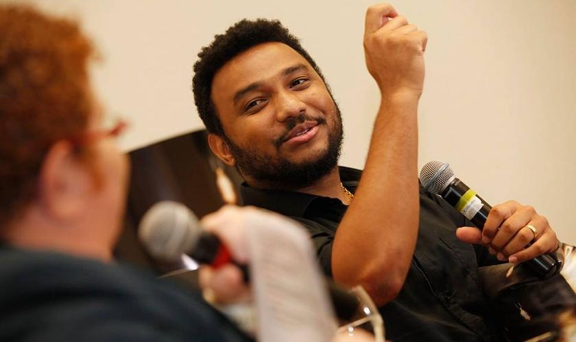 Eli Soares subiu ao palco e revelou sua emoção com o lançamento do projeto. (Foto: Alexandre Brum)