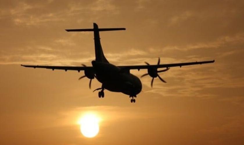 Viajantes podem economizar nas passagens aéreas com medidas simples. (Foto: ThinkStock)
