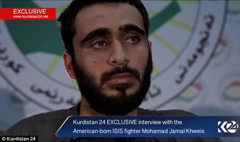 Mohamad Jamal Khweis é um cidadão norte-americano, tem 26 anos de idade e se rendeu às forças curdas, depois de se arrepender de ter se juntado ao Estado Islâmico, em Mosul. (Imagem: Fox News / Reprodução)