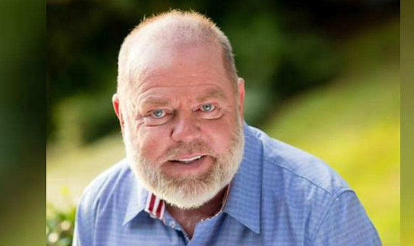 """Bill Purvis atualmente é pastor da Igreja 'Cascade Hills' em Columbus, na Georgia (EUA) e tem compartilhado o seu testemunho de livramento no livro """"Faça Uma Pausa para Ele"""" (Foto: Charisma News)"""