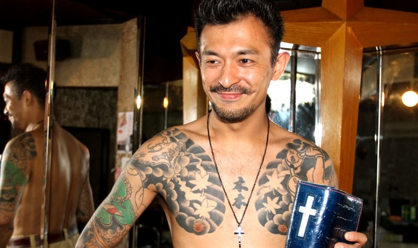 Pastor Shindo. As tatuagens são hoje, apenas a lembrança de um passado sem Deus. (Foto: Tokyo Repórter)