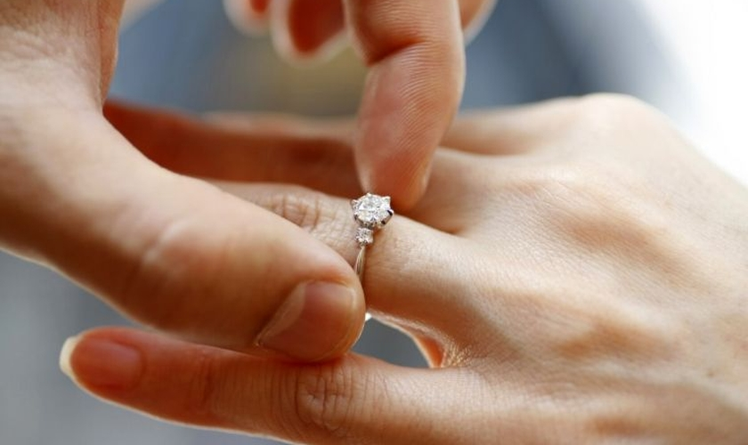 """Mais de um terço das pessoas casadas, ou aquelas que declararam estar em uma 'união civil', disseram que estavam """"muito satisfeitas"""" com a sua vida. (Foto: Reuters)"""