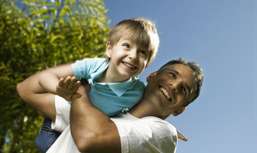 """Saiba de oito dicas de ensinamentos básicos para com os nossos filhos e a tornarem melhores homens de Deus"""" (Foto: Reprodução)."""