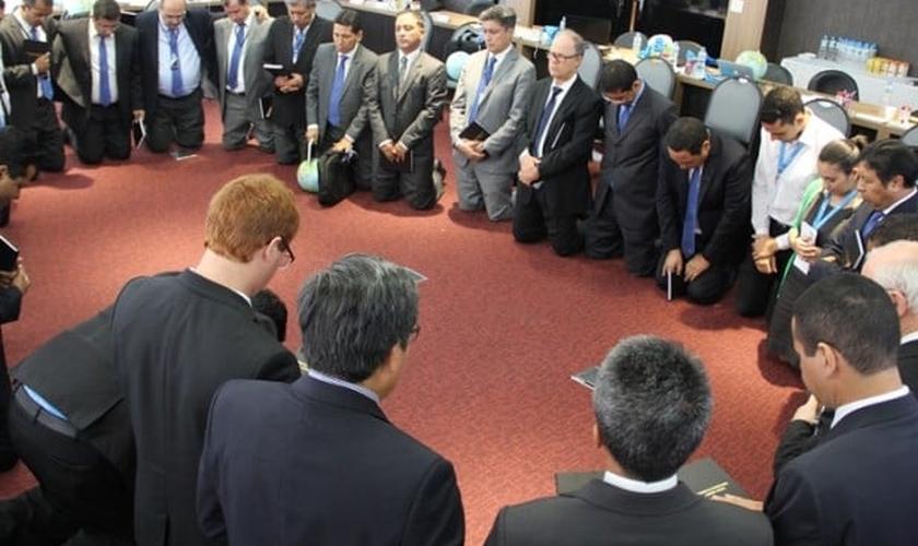 Líderes de oito países sul-americanos pararam dias para orar sobre estratégias para que a Igreja se torne mais relevante. (Foto: ASN).
