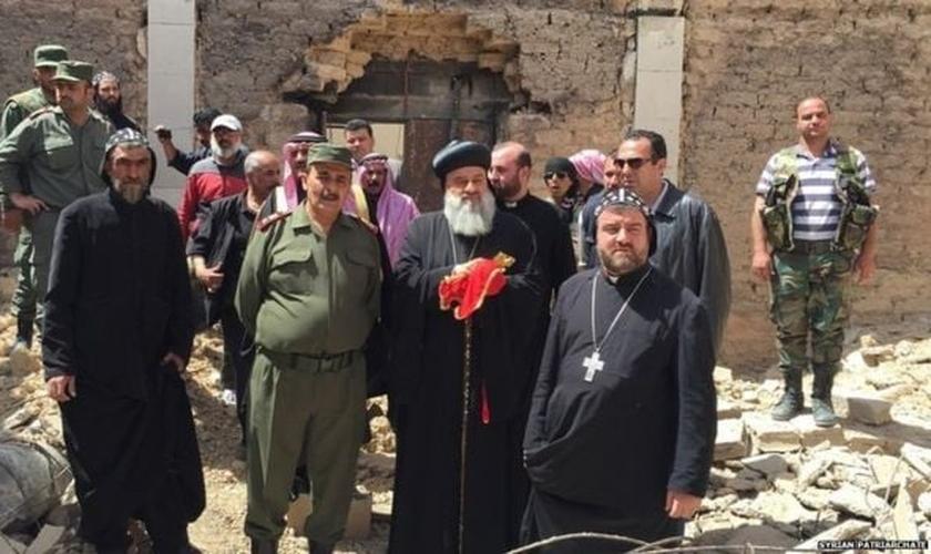 Apesar dos assassinatos, o chefe da Igreja Ortodoxa Síria, o Patriarca Inácio Aphrem II (ao centro), pretende restaurar a harmonia entre as religiões. (Foto: Patriarcado Sírio)