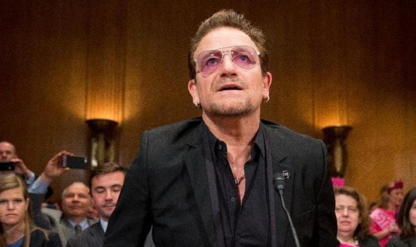 Bono Vox participou de audiência no Congresso Nacional dos EUA, nesta terça-feira. (Foto: AP)