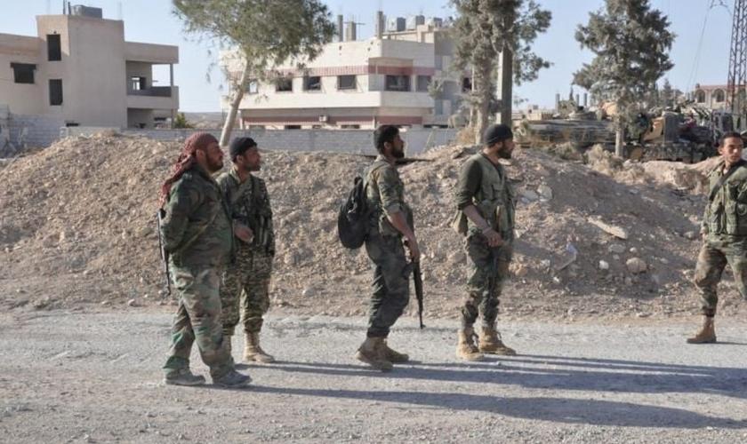 Em outubro, cristãos começaram a fugir da cidade em pequenos grupos. (Foto: Reuters).