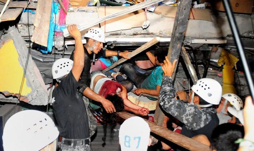 Terremoto no Equador matou pelo menos 77 pessoas. (Foto: RT)