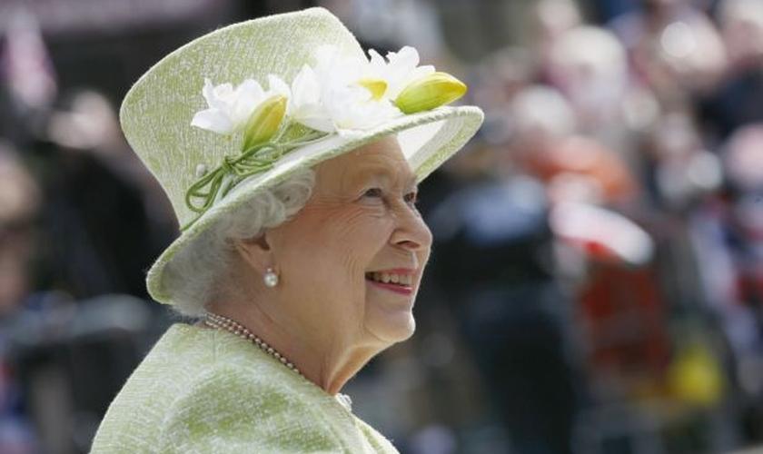 Rainha Elizabeth celebrou seus 90 anos de idade na última quinta-feira. Sua sólida fé cristã tem sido apontada como uma das razões para tal longevidade. (Foto: Stefan Wermuth / Reuters)