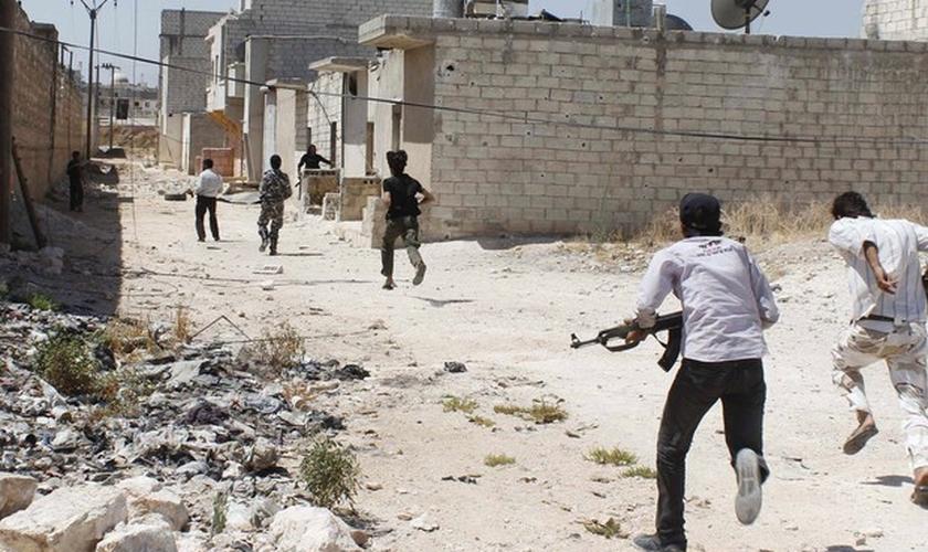 No início de abril, cerca de 21 cristãos foram assassinados por militantes do Estado Islâmico na Síria. (Foto: AFP).