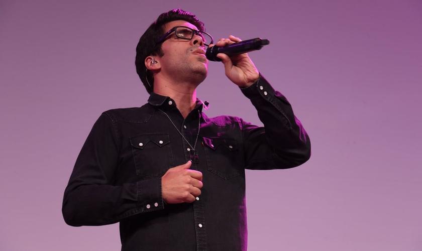 Em entrevista ao Guiame, o cantor fala sobre os princípios de uma vida de adoração. (Foto: Guiame/ Marcos Paulo Corrêa)