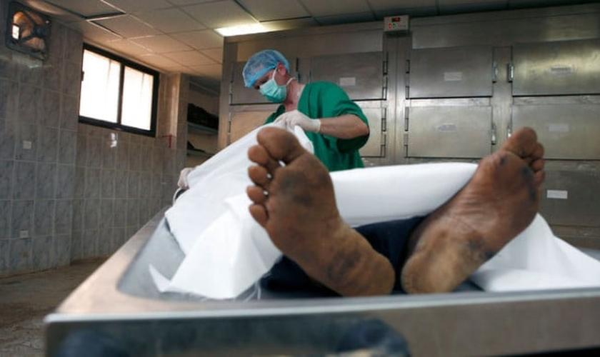 O procedimento não será capaz de dar vida nova às pessoas que faleceram, mas sim, às que vivem somente com o auxílio de aparelhos médicos. (Foto: Reprodução)