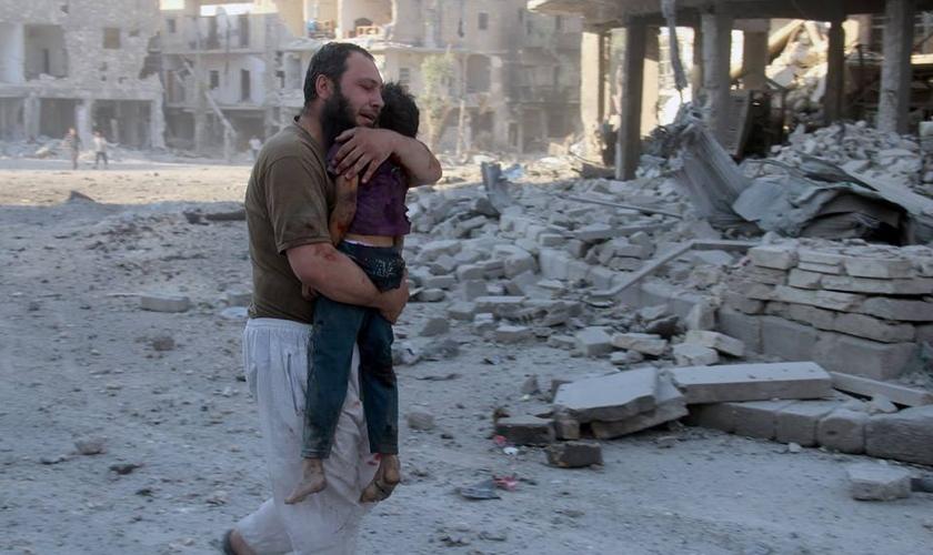 Bombardeios contra Aleppo atingiram hospitais, casas e centenas de civis, no dia 30 de abril. (Foto: Reuters)
