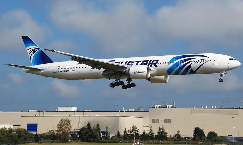 O voo que partia de Paris em direção ao Cairo caiu no mar Mediterrâneo com 69 pessoas a bordo. (Foto: Reprodução)