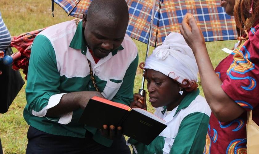 Para obter a licença, os pregadores de Kaduna devem passar pela triagem de um comitê inter-religioso. (Foto: Wycliffe)
