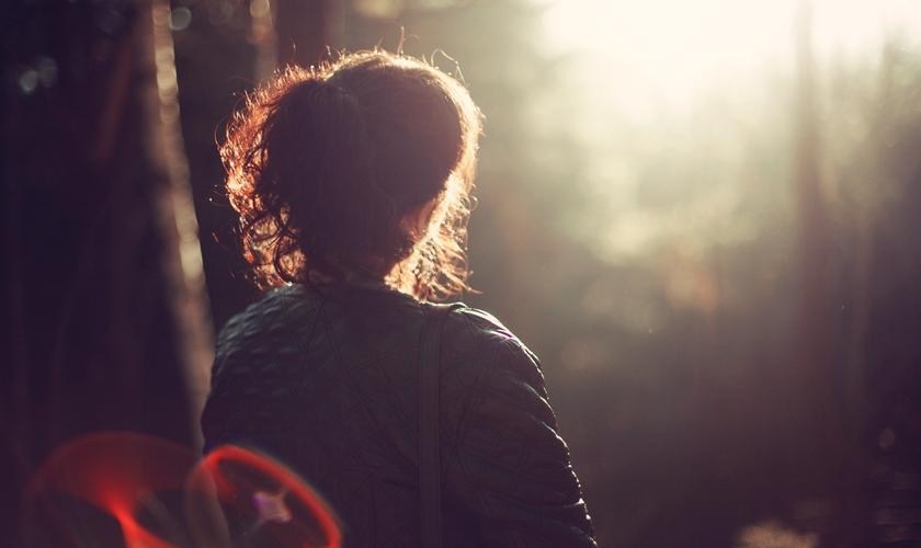 Depois de viver quase 25 anos como lésbica, Michelle finalmente encontrou o amor inegável e indescritível de Jesus. (Foto: Pexels)