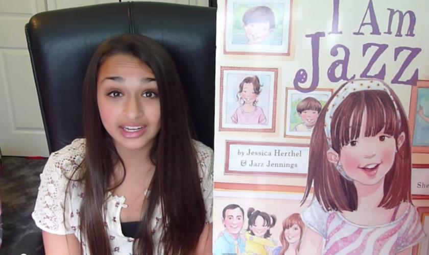 Jazz Jennings é uma adolescente que se declara transgênero e chegou a lançar um livro com sua biografia. (Imagem: Youtube / Reprodução de tela)