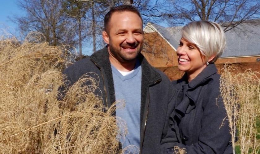 Chad Robichaux e sua esposa atualmente trabalham dando apoio a veteranos de guerra e compartilhando a mensagem do Evangelho entre eles, ajudando a combater o suicídio, que assola grande parte dos militares aposentados. (Foto: CBN)