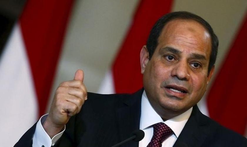 O presidente do Egito, Abdul Fatah Khalil Al-Sisi condenou os ataques e afirmou que os criminosos serão punidos pela justiça. (Foto: Reuters)