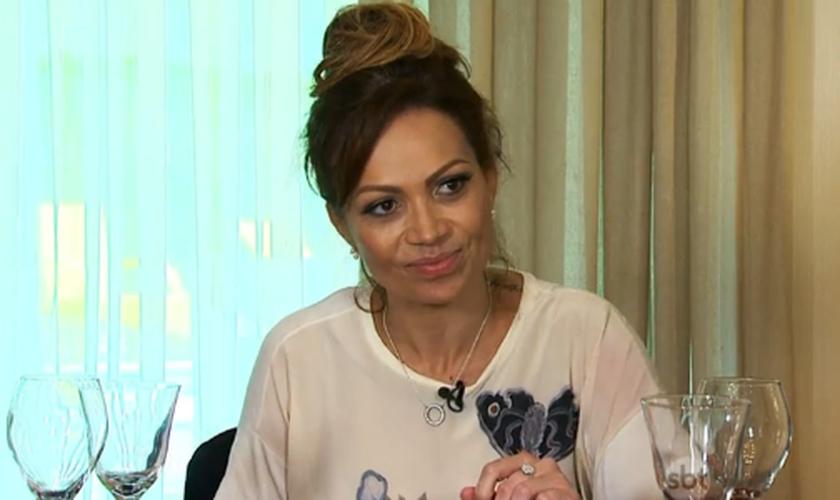 Solange Almeida, vocalista da banda Aviões do Forró, em entrevista à apresentadora Eliana. (Foto: Reprodução/SBT)
