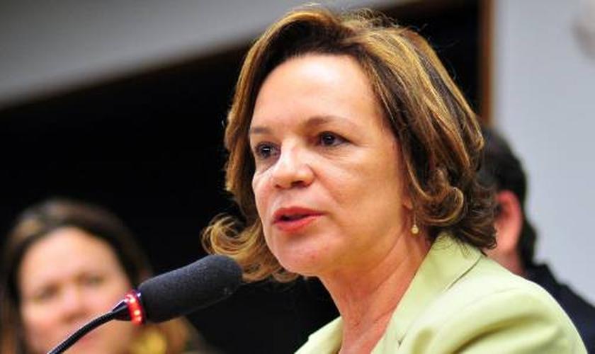 Fátima Lucia Pelaes será oficialmente nomeada pela gestão Temer como a Secretária de Mulheres, mas já participou de um evento ao lado do novo presidente em exercício. (Foto: Pinterest)